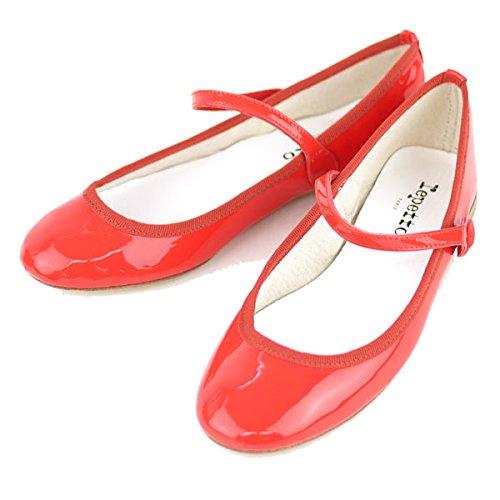 一足は持っておきたい万能靴。「レペット」を取り入れたコーディネート集