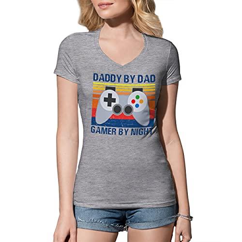 B&S Boutique Vintage Daddy By Day Gamer By Night Father Gift Camicia Donna con Scollo A V Grigio Size M