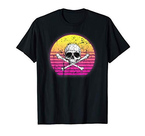 Cráneo retro vintage con gafas de sol en el amanecer Camiseta