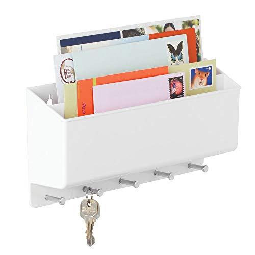 mDesign Organizador de cartas con colgador de llaves - Estante de pared para ordenar llaves con 5 ganchos - Moderno cuelga llaves con repisa dividida en dos para lentes, celulares y más - blanco