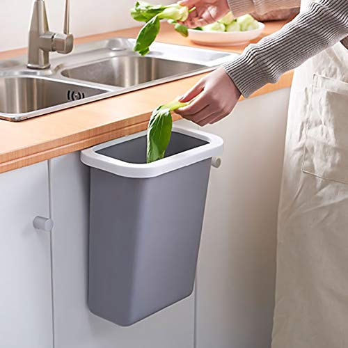 こちらは吊り下げ式のゴミ箱。置き場所いらずで、皮を剥いて捨てるまでがとっても楽になります!ゴミ袋をしっかり固定でき、清潔に使えるのも◎