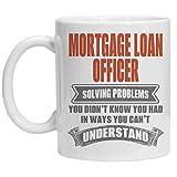 Taza de oficial de préstamo hipotecario - Resuelva problemas que no sabía que TENÍA de maneras que no puede entender - FunnyCoffee Mugs - Gran regalo de humor para Halloween, cumpleaños, Navidad