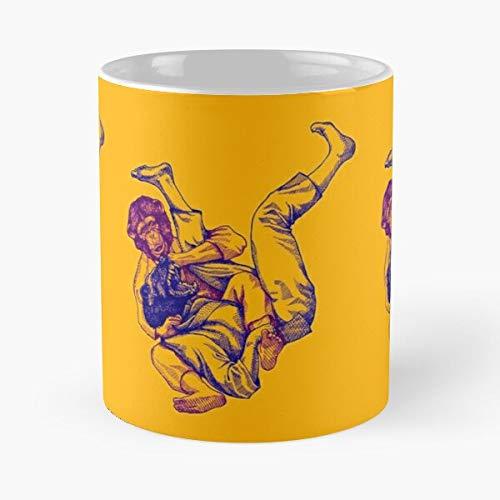 Duel Judo Jitsu Martial BJJ Fight Arts Anthropomorphic Brazilian Jiu Taza de café con Leche 11 oz