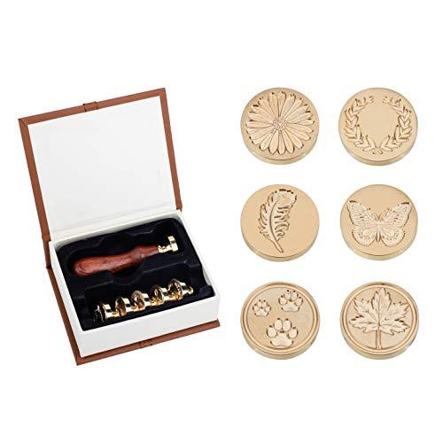 PandaHall Wax Seal Stamp Set, 6 Stück Versiegelung Wachs Stempelköpfe + Holzgriff Für Einladungskarten Buchstaben Umschläge (Feder, Schmetterling, Ahornblatt, Ölzweig, Hundepfoten, Gänseblümchen)