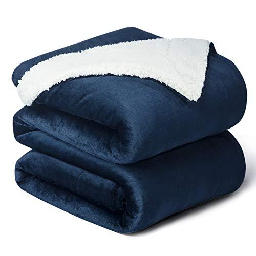Bedsure Sherpa Decke Blau zweiseitige Wohndecken Kuscheldecken, extra Dicke warm Sofadecke/Couchdecke aus Sherpa, 220x240 cm super flausch Fleecedecke als Sofaüberwurf oder Wohnzimmerdecke