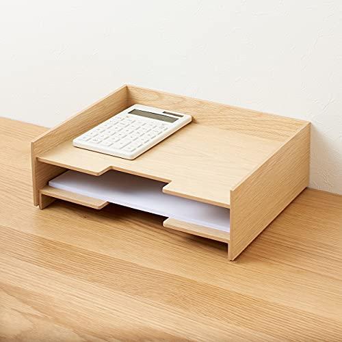 ナチュラルな木製収納シリーズは、木のデスクと相性抜群です。こちらのトレーには、A4用紙がジャストフィット!書類の一時置き場にしたり、コピー用紙をしまったりできますね。