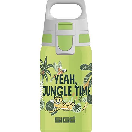 SIGG Shield One Jungle Kinder Trinkflasche (0.5 L), Edelstahl Kinderflasche mit auslaufsicherem Deckel, einhändig bedienbare Wasserflasche