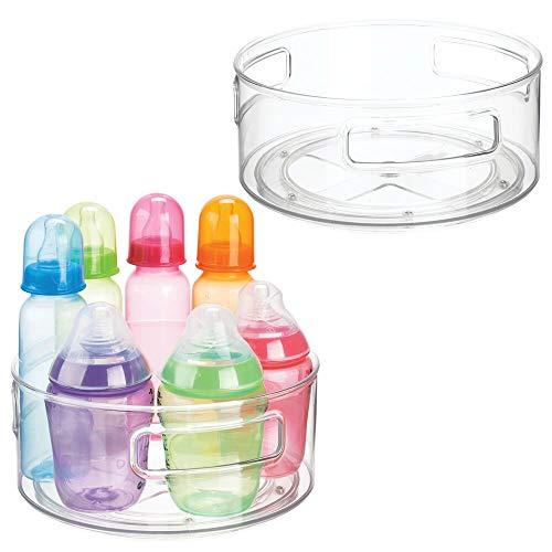mDesign Juego de 2 estantes giratorios – Organizador redondo de plástico para el cuarto infantil – Bandeja rotatoria de bordes altos para alimentos de bebé, pañales, chupetes y más – transparente