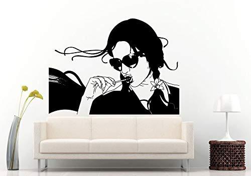 Tianpengyuanshuai Sie hat eine Lutschertapete Vinyl Tapete auf dem Mund. Das Mädchen trägt eine Sonnenbrille 85X102cm