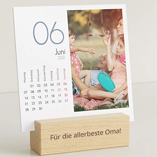 sendmoments Fotokalender 2021 mit personalisiertem Holzhalter, Kalenderjahr, Kalender für Digitale Fotos, Tischkalender mit persönlichen Bildern, quadratisch 145x145, optional mit Veredelung