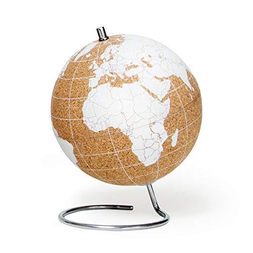 SUCK UK - Kleiner weißer Desktop Kork-Globus | Reißzwecken enthalten | Weltkarte | Reisezubehör | Zur Dokumentation von Abenteuern & Erinnerungen