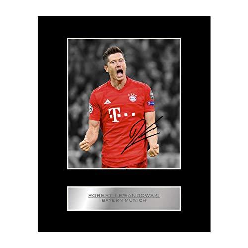 Robert Lewandowski signiertes Foto mit Passepartout, mit Bayern München FC #01 Motiv
