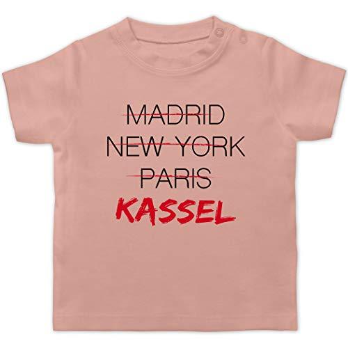 Städte & Länder Baby - Weltstadt Kassel - 1/3 Monate - Babyrosa - patriotisch - BZ02 - Baby T-Shirt Kurzarm