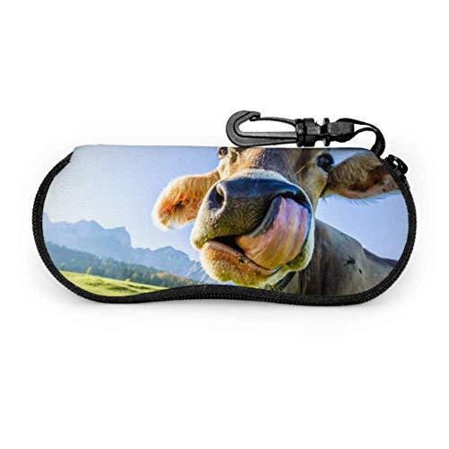 Hermosos terneros en el pasto Estuche para gafas de dibujos animados Estuche para gafas de sol para niñas Estuche liviano con cremallera de neopreno portátil Estuche blando Estuche para lentes con c
