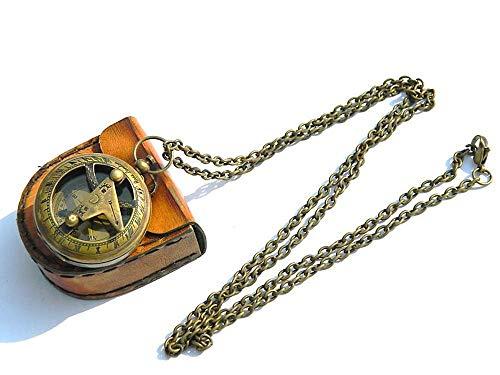 Halskette mit Sonnenuhr-Kompass-Anhänger, Messing, mit Leder-Etui.