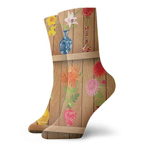 Calcetines suaves de media pantorrilla, jarrones de cristal con flores coloridas en...