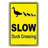 YASMINE HANCOCK Slow Duck Crossing Hilarious Epic Funny Animal Metall Plaque Zinn Logo Poster Wand Kunst Cafe Club Bar Wohnkultur