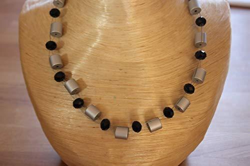 Kette/Collier mit schönen silberfarbenen Alu Röhren und glitzernden Kristall Rondell Perlen, in der Farbe Schwarz !! Unikat !! Handmade !!