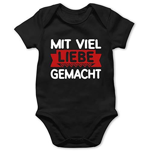 Shirtracer Muttertagsgeschenk Tochter & Sohn Baby - Mit viel Liebe gemacht - rot/weiß - 3/6 Monate - Schwarz - Muttertag - BZ10 - Baby Body Kurzarm für Jungen und Mädchen
