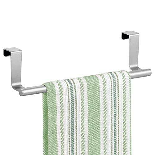 mDesign Juego de 2 toalleros para puertas sin taladro – Percha para puerta o armario de cocina – Práctico colgador para puerta hecho de metal para colgar paños de cocina – plateado