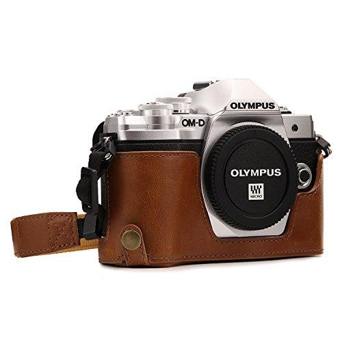 MegaGear Ever Ready Leder Kamera Halbtasche mit Trageriemen und Batteriezugang für Olympus OM-D E-M10 Mark III Hellbraun