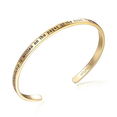 Solocute Gold Damen Armband mit Gravur The Story of Friendship is Written on The Pages of The Heart. I Am a Better Me Because of You Inspiration Frauen Armreif Schmuck