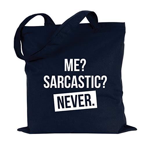 JUNIWORDS Jutebeutel, Wähle ein Motiv & Farbe, Me? Sarcastic? Never. (Beutel: Marine Blau, Text: Weiß)