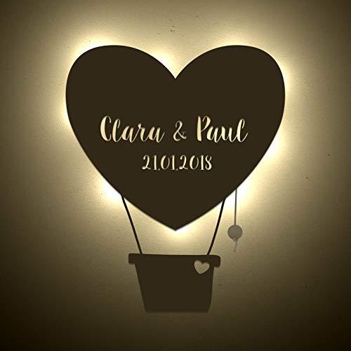 einstückchenliebe Wand-lampe Personalisiertes Schlummerlicht Deko Nachtlicht Luftballon Herz mit Name und Datum Liebes-geschenk Valentinstag Hochzeitstag Holz Persönlich Handarbeit Hochzeit Partner