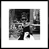 1art1 Audrey Hepburn Póster Impresión Artística con Marco (Plástico) - Escaparate De Tiffany (40 x 40cm)