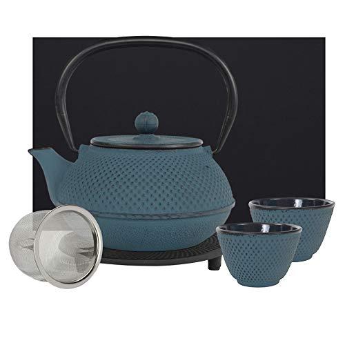teeblume | gusseiserne Teekanne Arare Set | Gusseisen-Teekanne mit Sieb | inkl. Untersetzer, 2 farblich zur Kanne passenden Bechern & Geschenke-Box | innen komplett emailliert | blau | 900ml