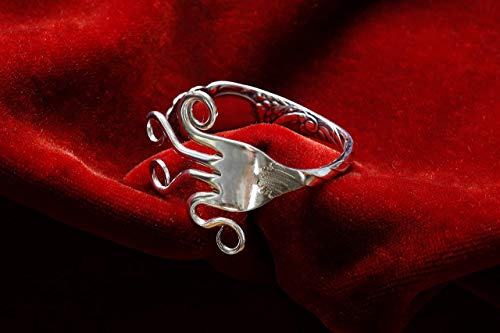 Armspange aus einer Silbergabel mit gedrehtem Stiel - Besteckkunst - Schmuck aus Silberbesteck