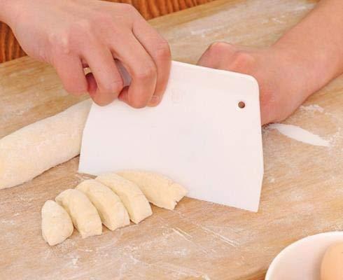 xingxing Teigschaber aus Kunststoff, glatt, für Kuchen, Backen, Gebäck, Küche, Buttermesser, Teigschneider, Backwerkzeug (Farbe: 1 Stück)