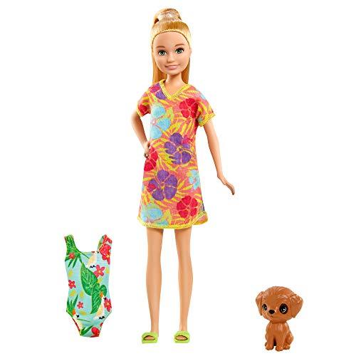 Barbie Stacie Muñeca Morena con Maleta, bañador, Perrito Mascota y Accesorios de Viaje, Regalo para niñas y niños +3 años (Mattel GRT89)