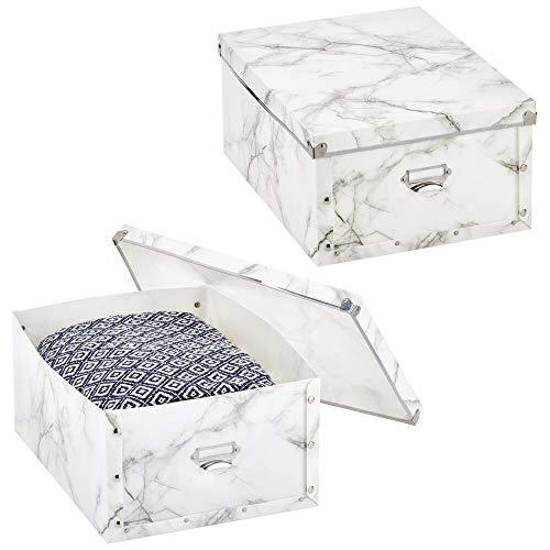 mDesign 2er-Set Aufbewahrungsbox mit Deckel – stapelbare Kunststoffbox mit Beschriftungsfeld für Küche, Kinderzimmer oder Bad – Faltbare Stapelbox mit Marmormuster – weiß und grau