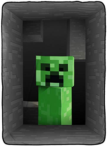 Jay Franco Minecraft Creeper Blanket - Measures 62 x 90 inches, Kids Bedding - Fade Resistant Super Soft Fleece - (Official Minecraft Product)