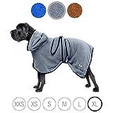 Bella & Balu Hundebademantel aus Mikrofaser + Pfotentuch – Saugfähiger Hunde Bademantel zum Trocknen nach dem Baden, Schwimmen oder Spaziergang im Regen (XL | Grau)