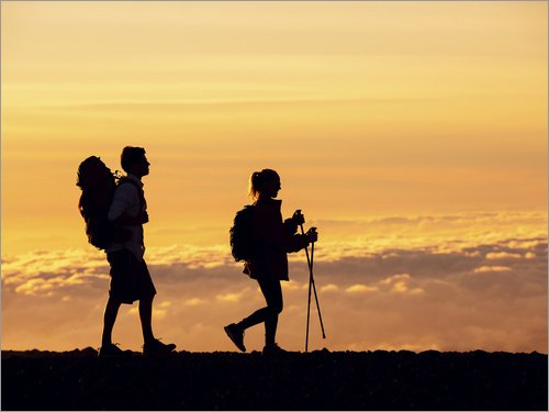 Cuadro de metacrilato 80 x 60 cm: Two Hikers at Sunset de Design Pics