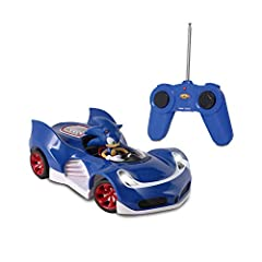 Requires 6AA batteries (not included) This product was awarded the Fun Stuff award by Parents' Choice Foundation For Ages 6 and Up Requires 6AA batteries (not included) For Ages 6 and Up Full function radio control Requires 6 AA batteries (not includ...