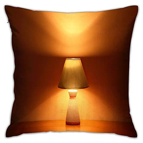 Throwpillow Cuadrado Funda de Almohada Bonita lámpara de Escritorio Luminosa sobre Fondo Jengibre con Espacio de Copia Fundas de cojín para Sala de Estar sofá, Dormitorio, decoración 45x45cm