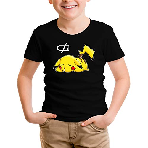 Okiwoki T-Shirt Enfant Garçon Noir Parodie Pokémon - Pikachu - Batterie complètement à Plat ! (T-Shirt Enfant de qualité Premium de Taille 7-8 Ans - imprimé en France)