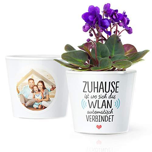 Einweihungsgeschenk Blumentopf (ø16cm) | Lustige Deko Geschenke zum Einzug, Umzug für Haus oder Wohnung mit Bilderrahmen für 2 Fotos (10x15cm) | Zuhause ist wo sich das WLAN automatisch verbindet