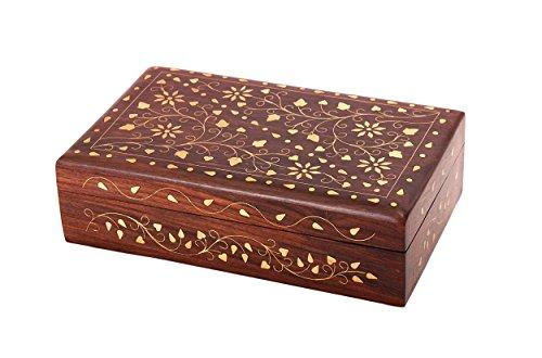 Delizioso cofanetto portagioie intagliato a mano in legno, con motivo decorativo floreale stile Mughal, con intarsi in ottone, dimensioni: 17x 12x 5 cm