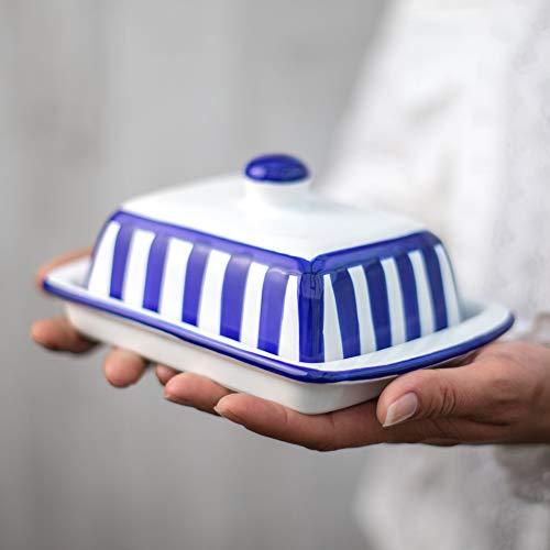 City to Cottage Beurrier à rayures bleu marine et blanches en céramique fait et peint à la main