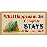 S-RONG雑貨屋 What Happens at The Campsite Stays at The Campsite 15x30cm 看板レトロ デザイン壁の装飾贈り物