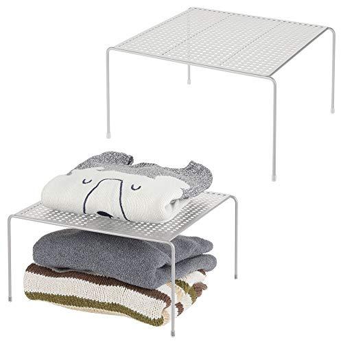 mDesign Juego de 2 baldas organizadoras – Prácticos organizadores de armarios para ordenar la ropa – Estantes metálicos para el armario del dormitorio, el baño o la cocina – gris claro