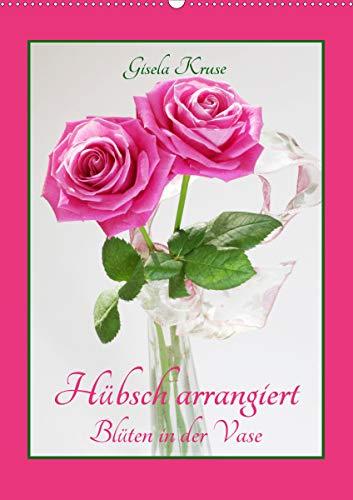 Hübsch arrangiert Blüten in der Vase (Wandkalender 2021 DIN A2 hoch)