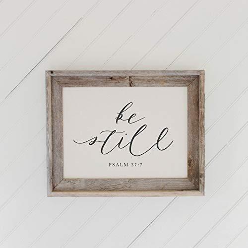 Cartel colgante de madera de granero con marco Be Still, decoración del hogar, regalo, regalo de inauguración de la casa, marco gris envejecido, rústico, decoración de la pared de granja
