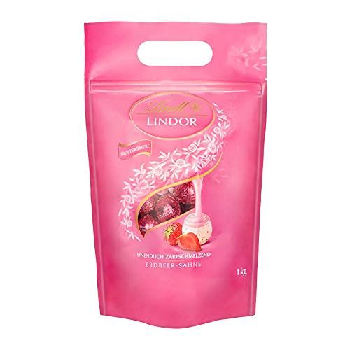 Lindt LINDOR Kugeln Erdbeer-Sahne | 1 KG Beutel | ca. 80 Kugeln Weiße Schokolade mit Erdbeer-Sahnecrème | Ideales Pralinen-Geschenk, Schokoladengeschenk oder Großpackung für Adventskalender 2021