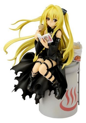 To Love-Ru Golden Darkness (1 / 8 Scale Pre-painted PVC Figure-made)
