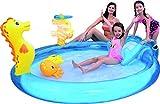 Badespaß Kinder Pool Planschbecken ca. 198cm x 175cm x 40cm Höhe ca. 15cm mit Rutsche und Spritze aufblasbaren Figuren 2 aufblasbare Wurfringe Pool Sommer Baden Garten